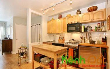 Đối với nhà chung cư, đa phần bếp và không gian bếp được đặt phía trước bên cạnh cửa ra vào.