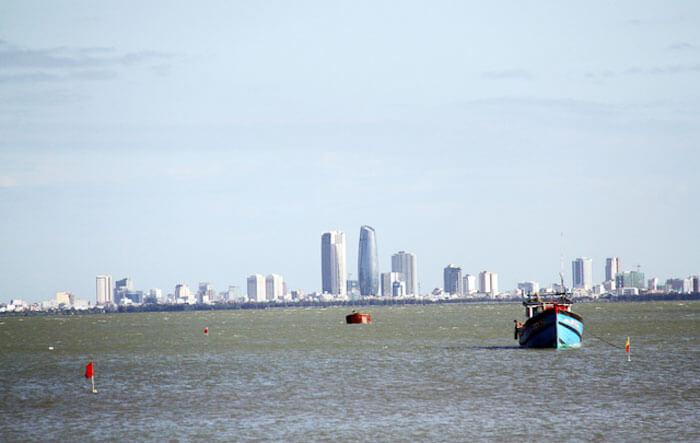 """Đà Nẵng đề nghị Chính phủ cho phép thành phố qui hoạch một phần vịnh Đà Nẵng thành """"đô thị trên biển"""" - Ảnh: HỮU KHÁ"""