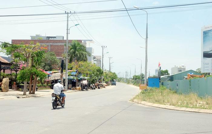 Thi Truong Dat Nen Da Nang Am Dam Gia Van Cao