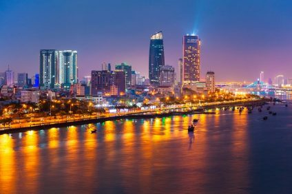 Đường Bạch Đằng chạy dọc theo sông Hàn - một trong những tuyến đường đẹp và đắt giá nhất thành phố Đà Nẵng.