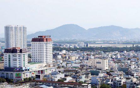 Một góc đô thị Đà Nẵng nhìn về hướng sân bay quốc tế dự kiến làm đường hầm.
