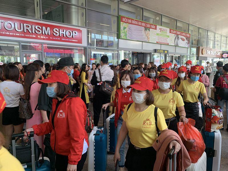 Các đoàn du khách MICE tấp nập tại sân bay Đà Nẵng báo hiệu sự trở lại của ngành du lịch