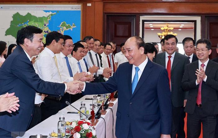 Chủ tịch nước Nguyễn Xuân Phúc với các đại biểu