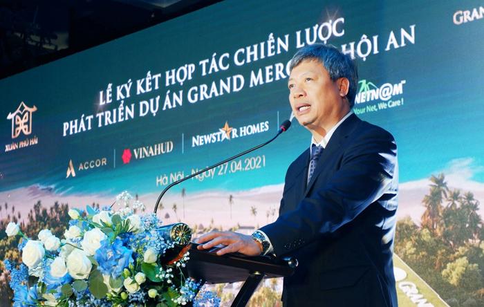 Phó Chủ tịch UBND tỉnh Hồ Quang Bửu phát biểu tại buổi lễ ký kết.