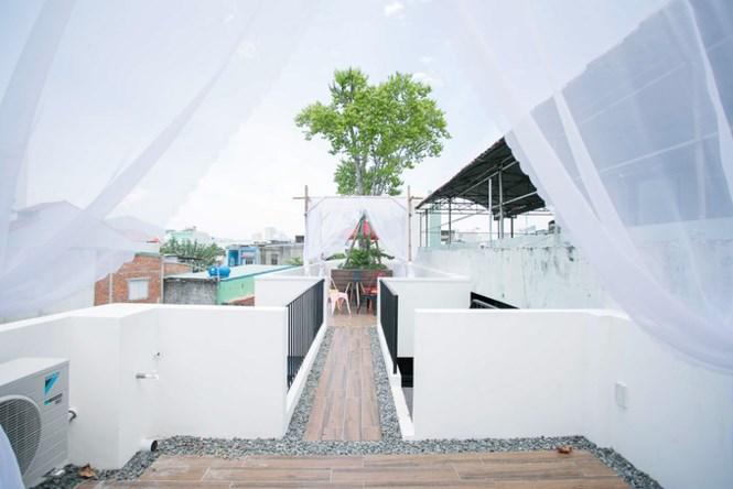Ngôi nhà ống ở Đà Nẵng đẹp lạ dù bị 'cắt' làm 3 khúc